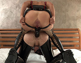Femdom fucks slave doggy style-Picture1