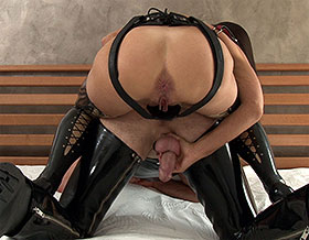 Femdom fucks slave doggy style-Picture3