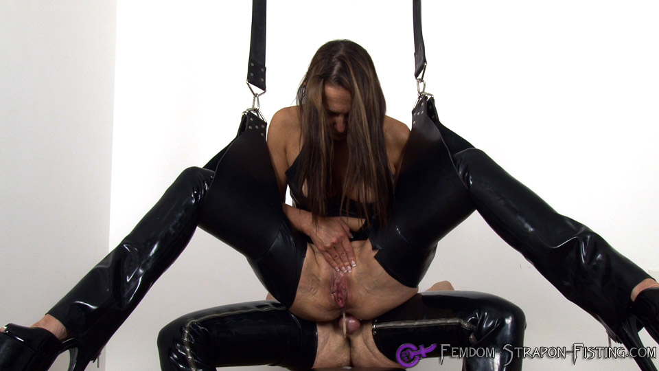 Femdom pushes out creampie after getting fucked in the ass
