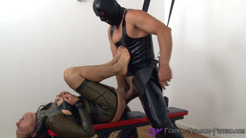 Dominant woman gets fucked and fisted by her lucky latexslave