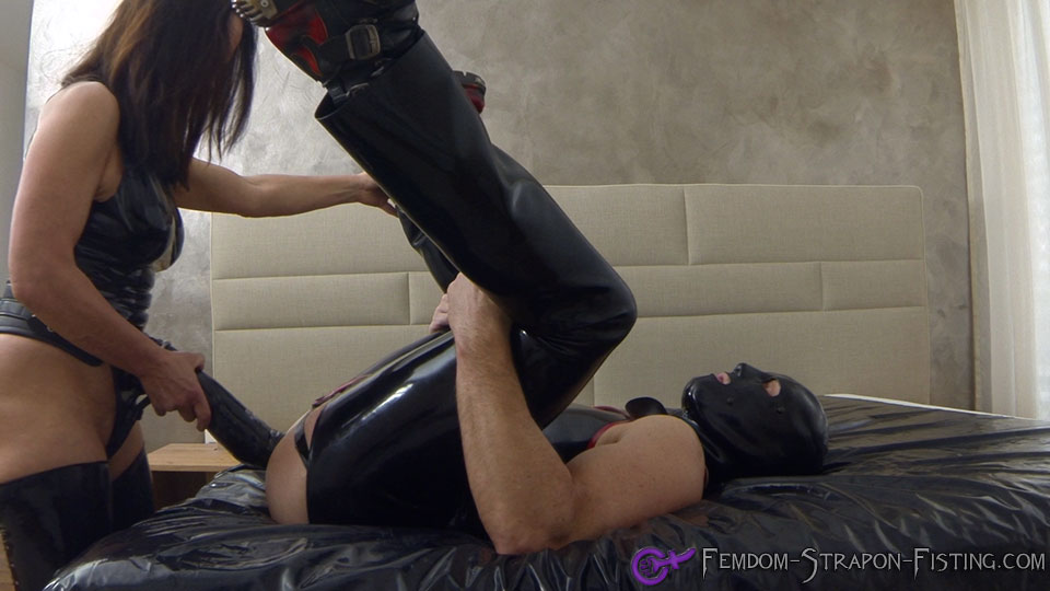Extreme strapon-lady anally fucks her slave with huge dildo