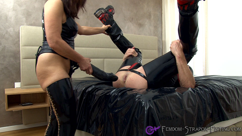 Male asscunt gets destroyed by Femdom with an extreme StrapOn-Dildo